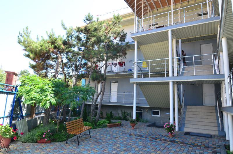 Отдых в Крыму в отеле Лора в Песчаном